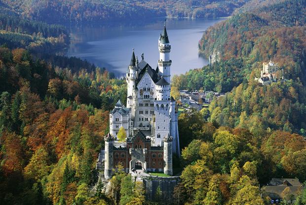 必見ドイツ名城ノイシュバンシュタイン城を造った人物とは?