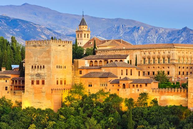 サグラダファミリアと並ぶ人気!チケット予約必須スペイン「アルハンブラ宮殿」