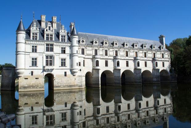 パリから行く「シュノンソー城」と「シャンボール城」を楽しむ旅