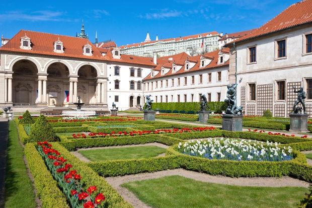 プラハ一人旅で知る!世界で最も美しい都市と絶賛される理由