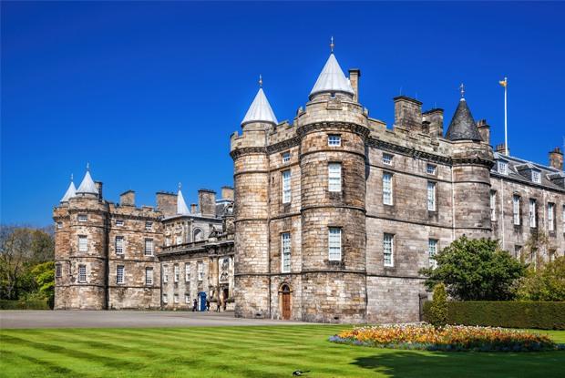「ハリポタ」の原風景を求め英国スコットランドで城めぐり!