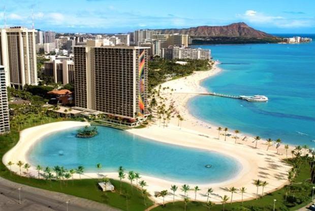 「ヒルトンハワイアンビレッジ」は目の前がワイキキビーチ!家族で友達でハワイへ