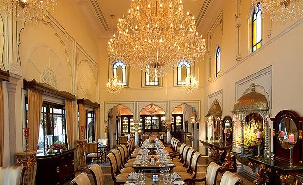 マハラジャが愛したインドの宮殿ホテルに泊まろう