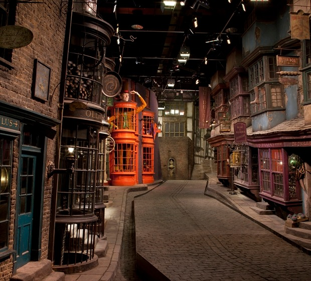 369lon06-diagonalley-620x560
