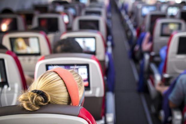 ハワイまでの飛行時間はどれくらい?機内ではどう過ごす?