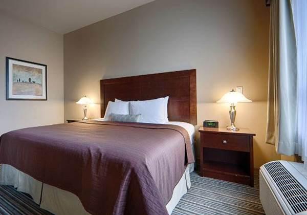2Bedroom Suite 1King & 2Queens