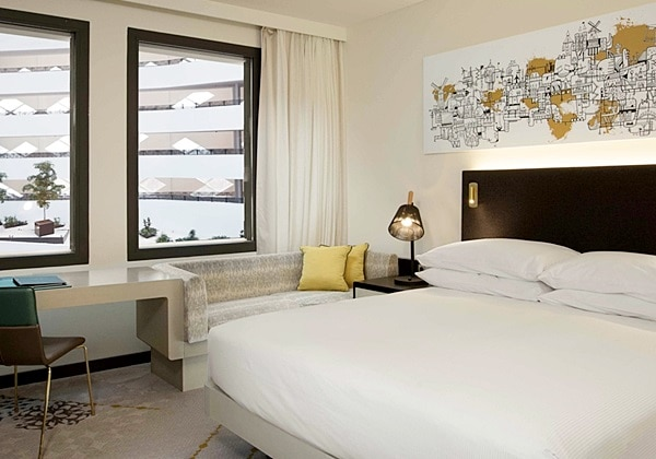 KING GUEST ROOM WITH ATRIUM VIEW