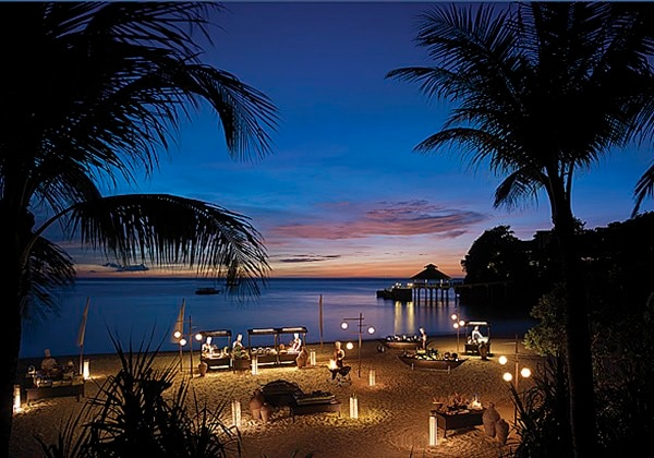 Theme buffet nights at Punta Bunga beach