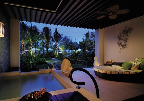 Ocean Wing Premier Room Balcony(1F)