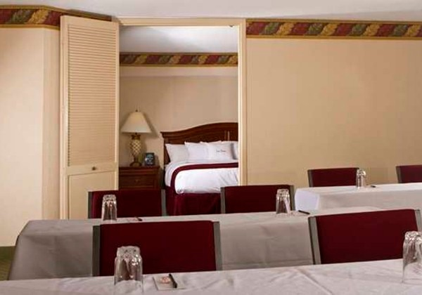 1KING BED 2ROOM CONFERENCE SUITE-NONSMOK