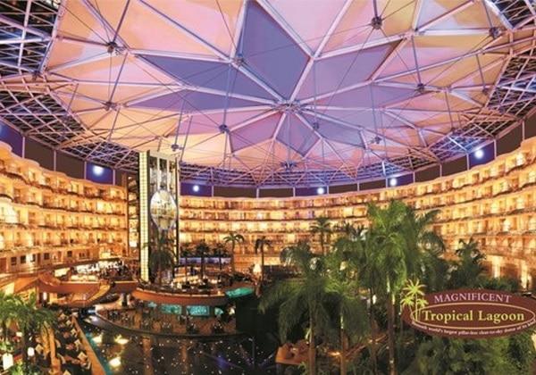 Tropical Lagoon at Hotel Sahara Star Mum