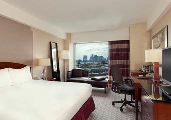BOSTON SKYLINE VIEW, 1 KING BED