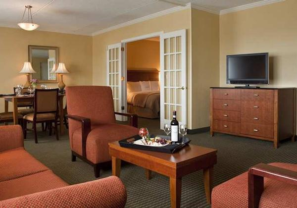1KING BED 2ROOM SUITE-SOFABED-NONSMOKING