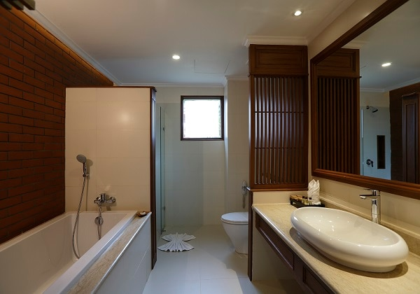 Deluxe Bathroom Facilities