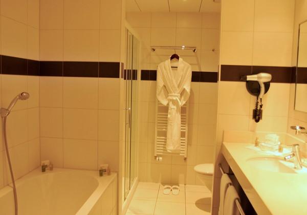 Famiryroom Bath