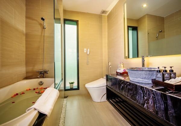 Garden View DLX Bathroom