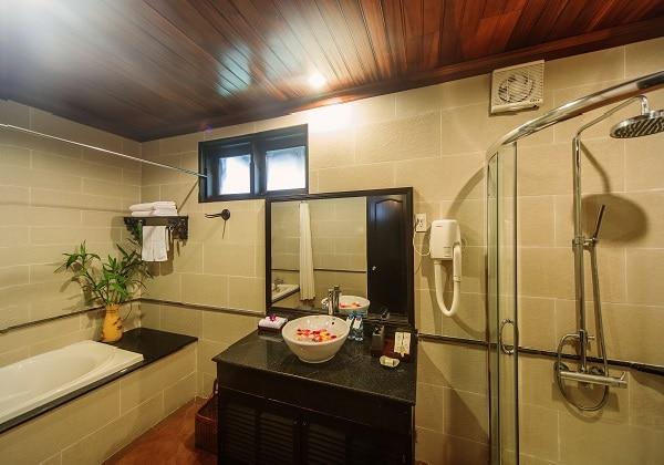 River View DLX Bathroom