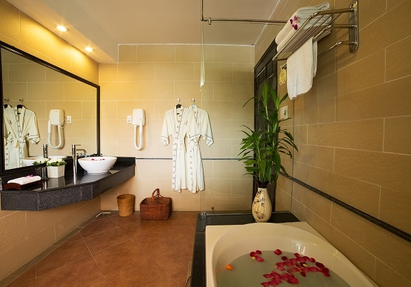 Grand DLX Sea View Bathroom