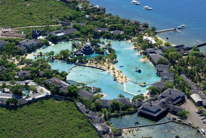 ホテル全景:中央にある大きなラグーナを囲むように客室が建てられております。
