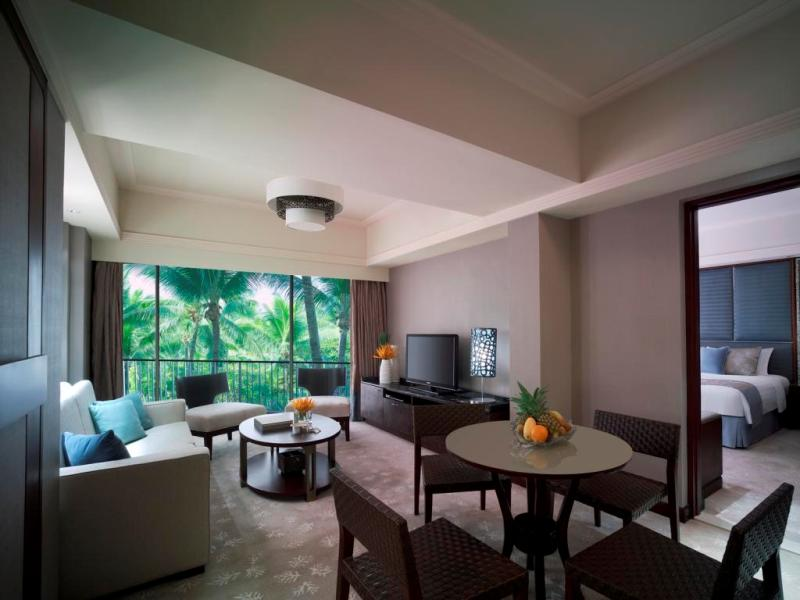 MACTAN SUITE LIVING ROOM