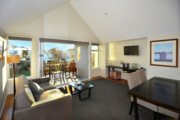 Lakeview Suite Lounge