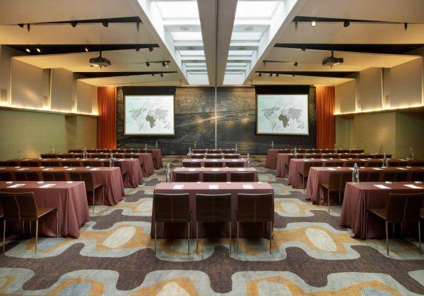Meeting Room/ミーティング ルーム