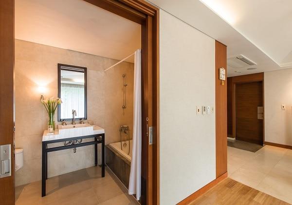 Suite Ondol Bathroom