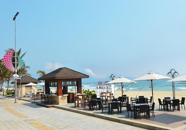 The Holiday - Beach Club