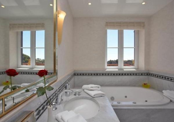 Hilton Presidential Suite (Bathroom)