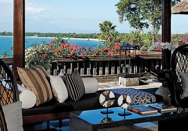 Terrace Bar & Lounge