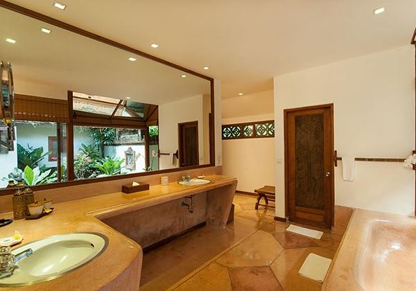 Garden Sea View Bathroom