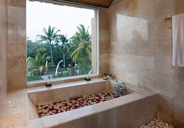 Di Ume Suite Bathroom