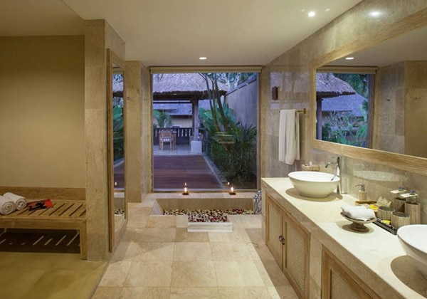 Villa with Pool Bathroom
