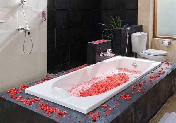 Presidential Villa's Bathtub