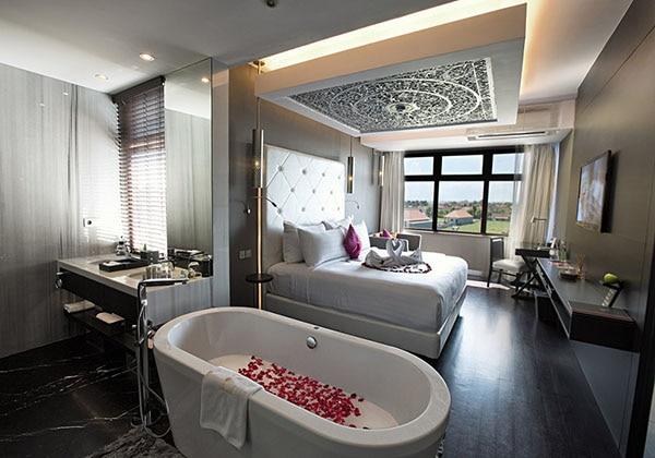 Luxe suite room