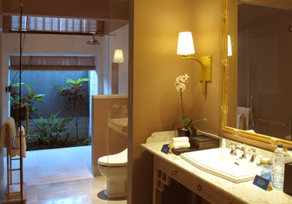 Deluxe Garden Suite Bathroom
