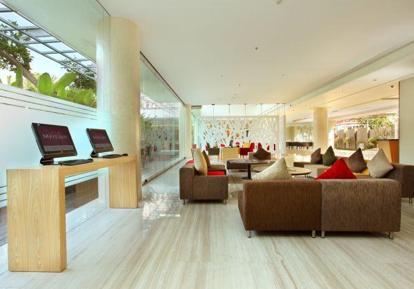 Internet Corner & Lobby Lounge