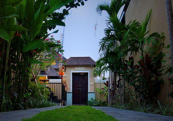 Villa Gate