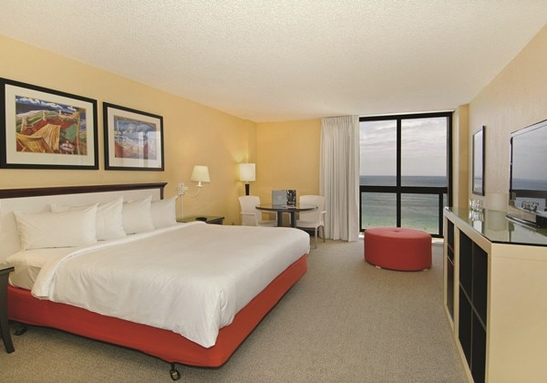 OCEAN FRONT VIEW - KING BED