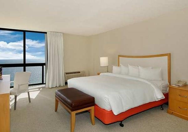 OCEANFRONT SUITE - TOWER - KING BED