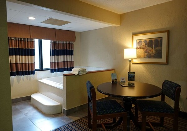 2 Queens Spa Suite