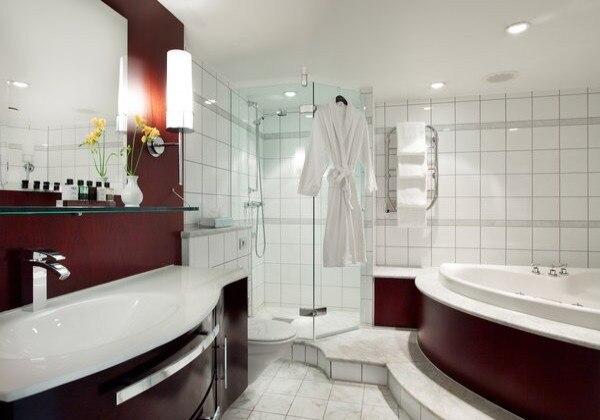 Sky Senior Suite Bathroom