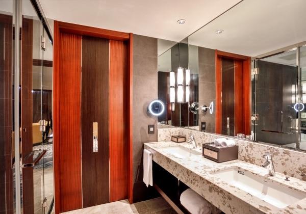 Camelia Jr Suite Bathroom