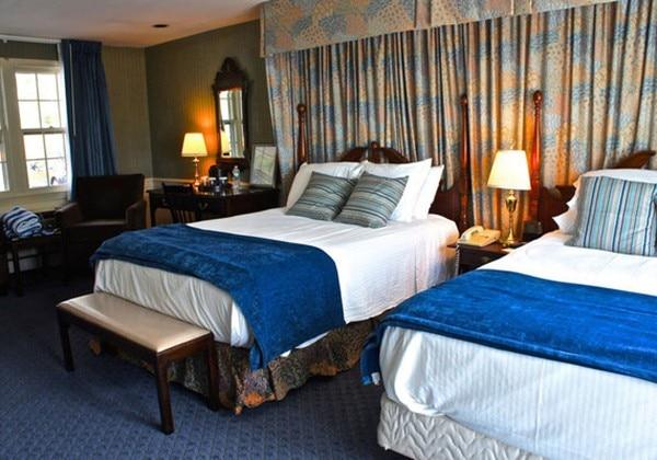 Standard 2 Beds Balcony