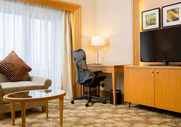 KING ONE BEDROOM SUITE WITH LIVING ROOM