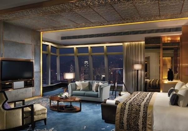 The Ritz-Carlton Suite