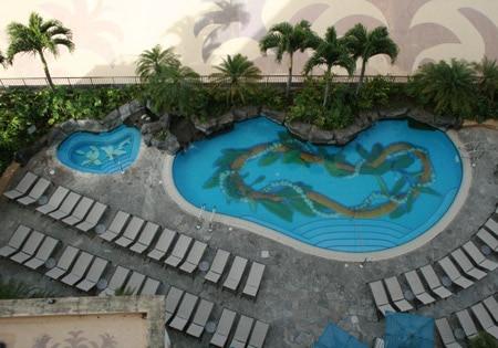 アリイタワー2階のプールはアリイタワーにご宿泊のお客様専用。