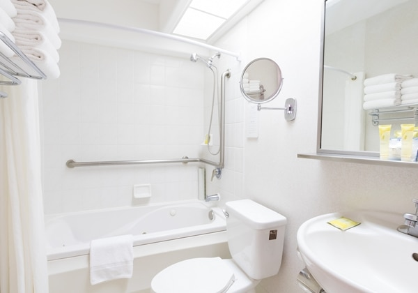 1Bedroom Suite Bathroom