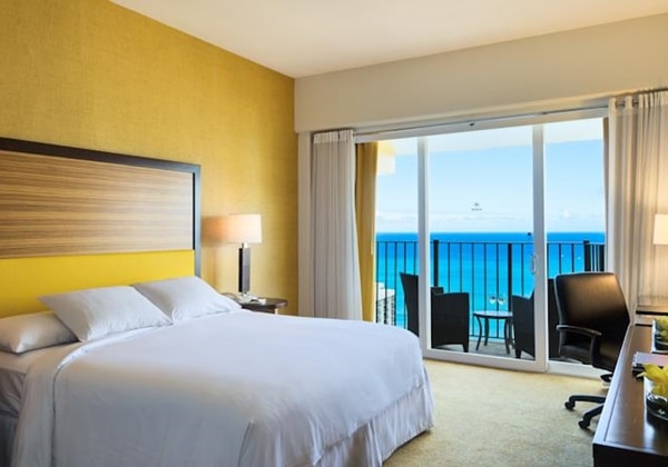 1King Bed Deluxe Ocean View