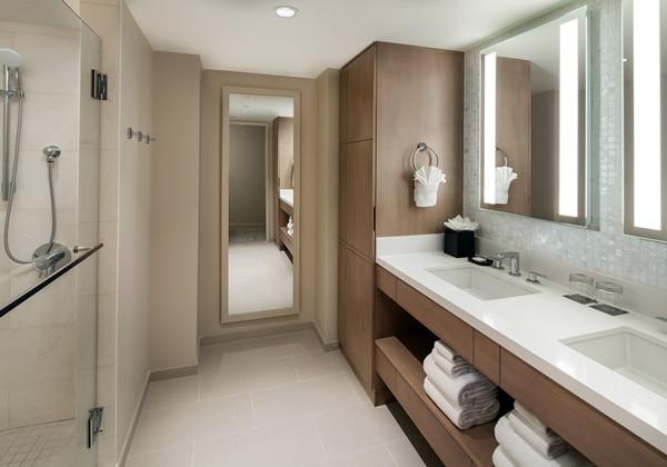 Ohana Suite bathroom